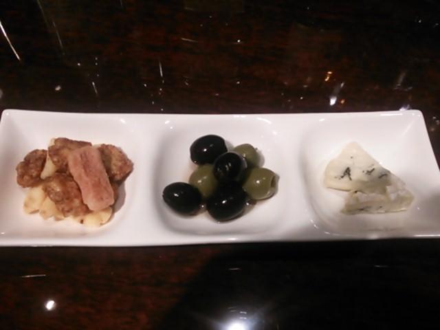 JR茨木駅前BAR FIGAROのフード「おつまみ3種盛り(daily 3 sorts of snacks)」