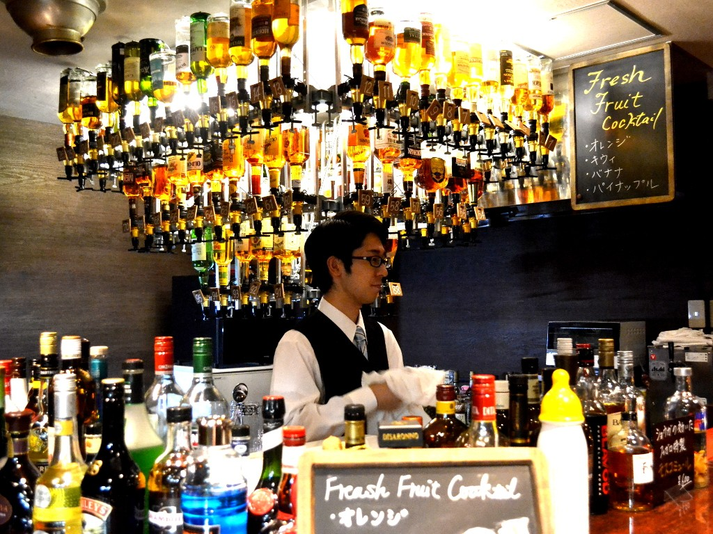 JR茨木駅前のバー・Bar Figaroスタッフ
